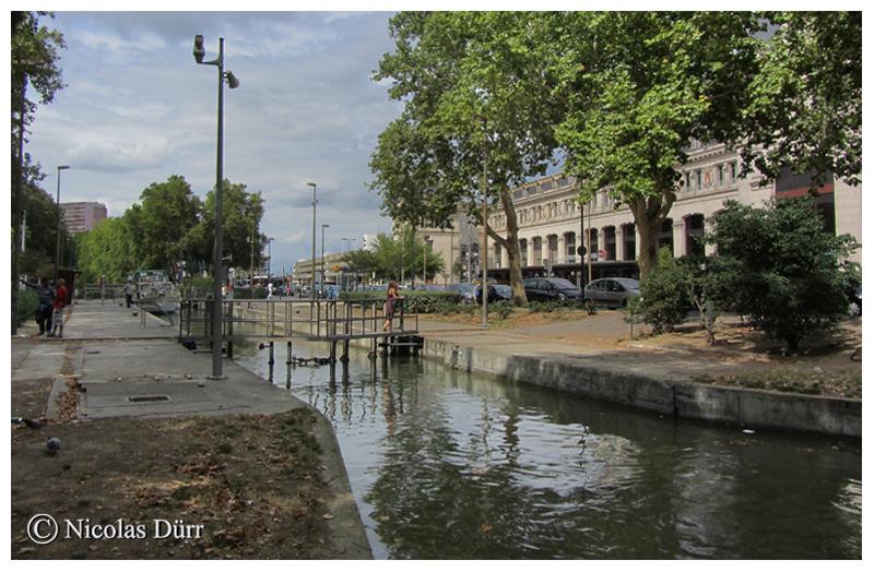 L'écluse Bayard, 3ème ouvrage du Canal du Midi, à bassin simple (autrefois à bassins doubles), d'une altitude de 145 m et située au km 3.538. Un projet de tramway longeant le cours d'eau est à l'étude (en données 2012).