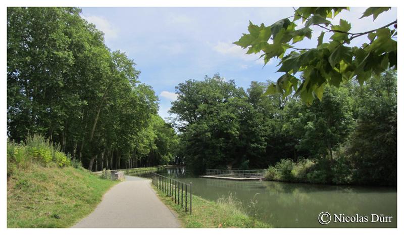Le pont-canal du ruisseau des Auzellens, ou aqueduc de Rieumory, 1689, sur la commune de Péchabou, à 3 arches, un des nombreux aqueducs conçus par Vauban après la mort de Riquet, dans le cadre de l'amélioration du fonctionnement du Canal du Midi, et de le rendre, en particulier, le plus autonome possibles des inconvénients des cours d'eaux naturels, de leur ensablements, et de leurs crues.