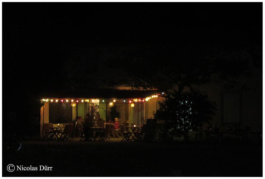 Vue nocturne du restaurant de l'écluse d'Herminis