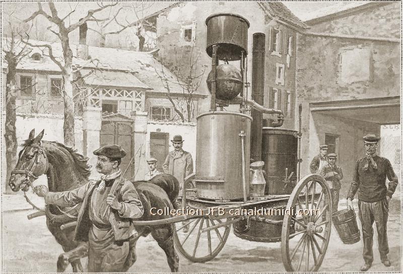 Un alambic sur une charette, tirée par un cheval tenu par la bride par le bouilleur de cru