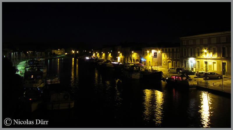 2015-nocturne-canal-du-midi-a-castelnaudary-vue-en-aval-du-cours-d-eau-depuis-le-pont-vieux