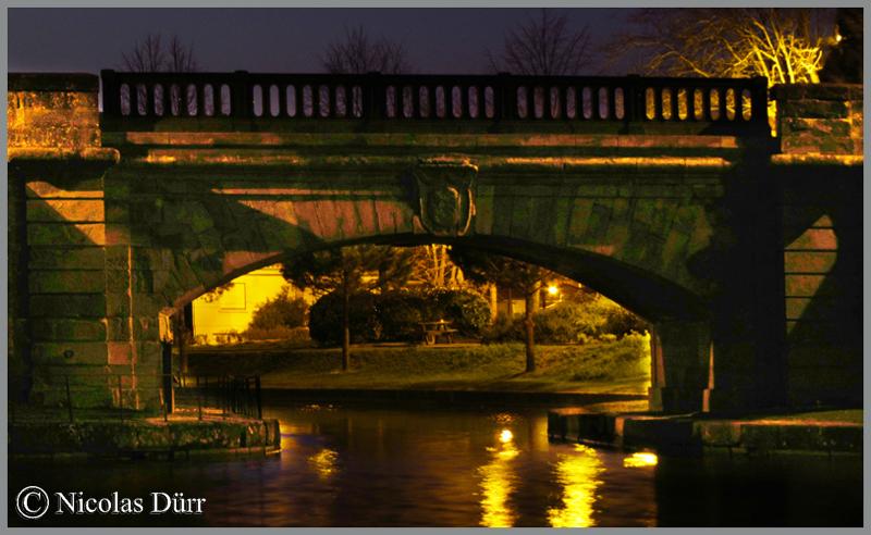 2015-nocturne-canal-du-midi-a-castelnaudary-vue-sur-l-arche-du-pont-neuf-en-aval-
