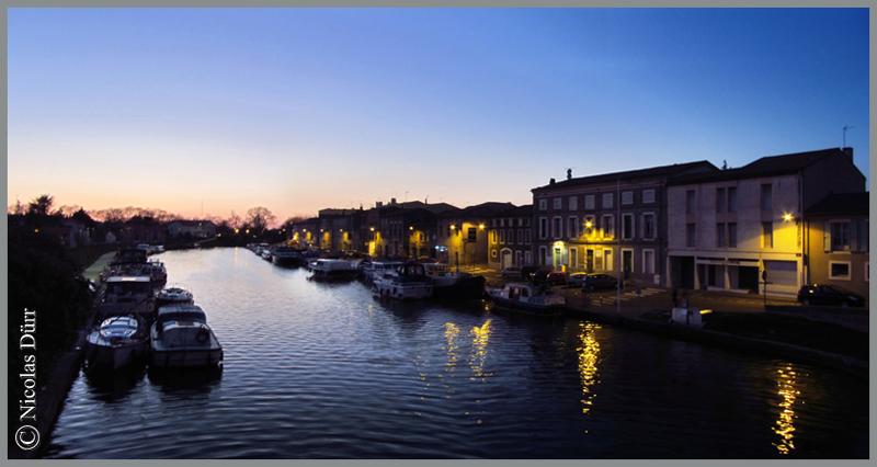 2015-nocturne-canal-du-midi-castelnaudary-depuis-le-pont-vieux-vue-en-amont