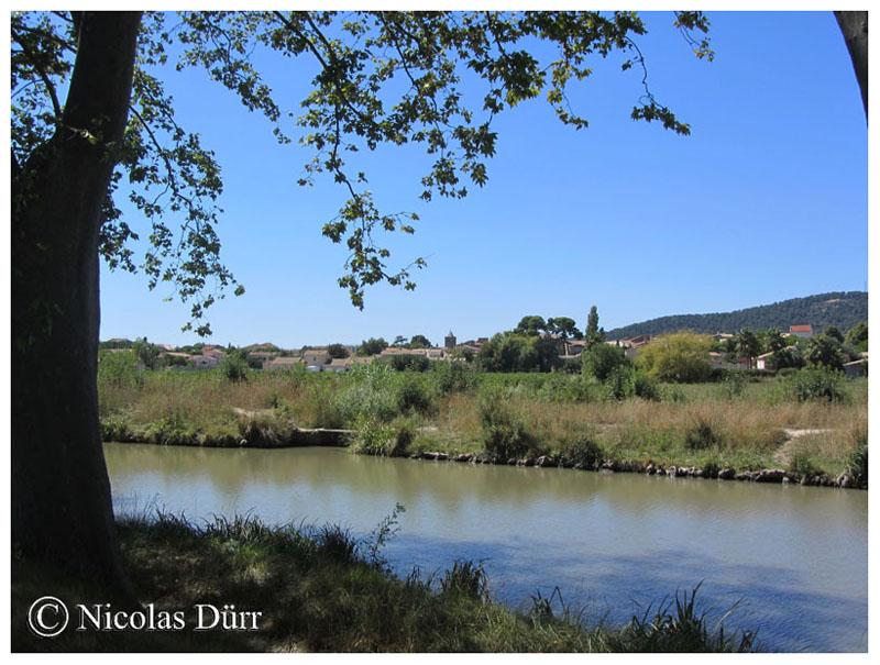 Autre vue sur Argeliers depuis le canal, août 2015