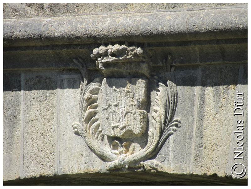 L'écusson à la croix du Languedoc sur le Pont Neuf d'Argeliers
